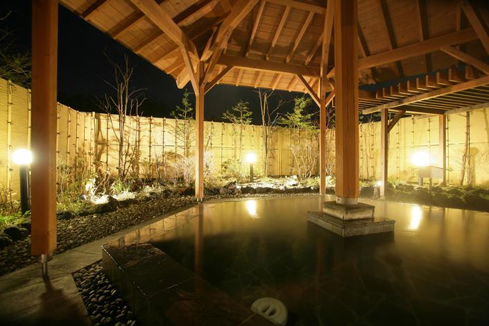 露天風呂『石庭』和風情緒あふれる庭園風の露天風呂
